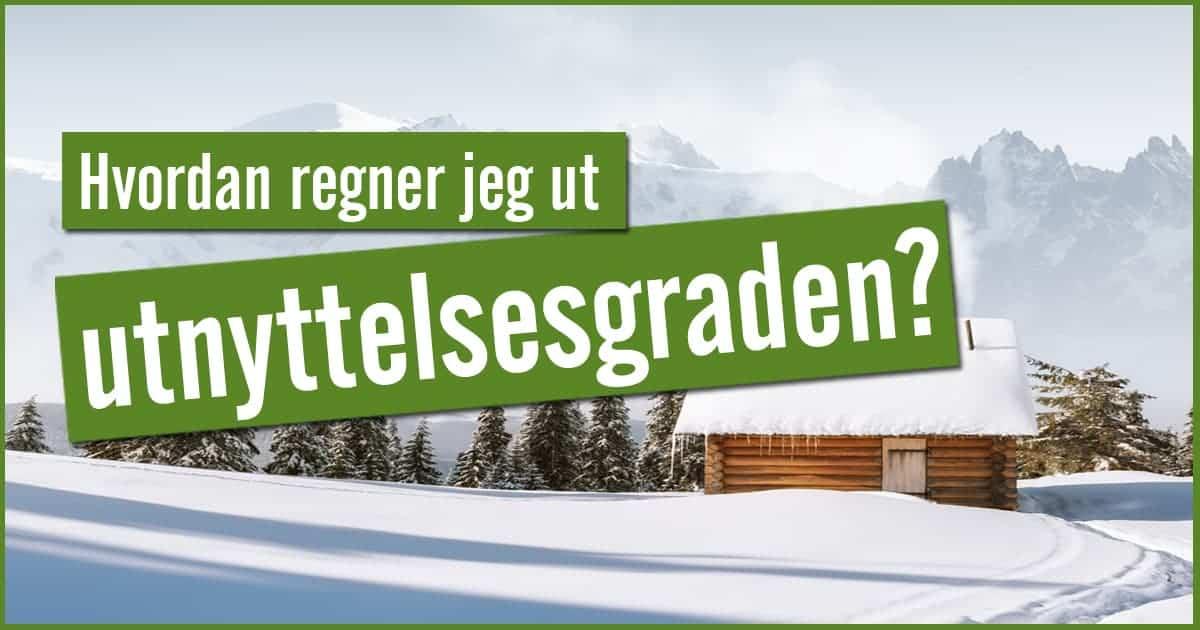 hytte i snø ved fjell
